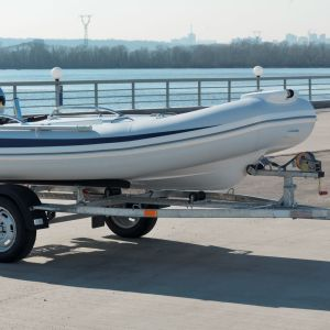 Лодочный одноосный прицеп для перевозки лодок до 4,3 м